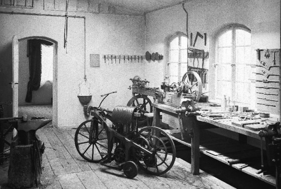 Gottlieb-Daimlers-workshop-560x377